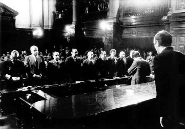 Προς Ποια Δημοκρατία; - Δίκη Των Καθεστωτικών Στην Αργεντινή