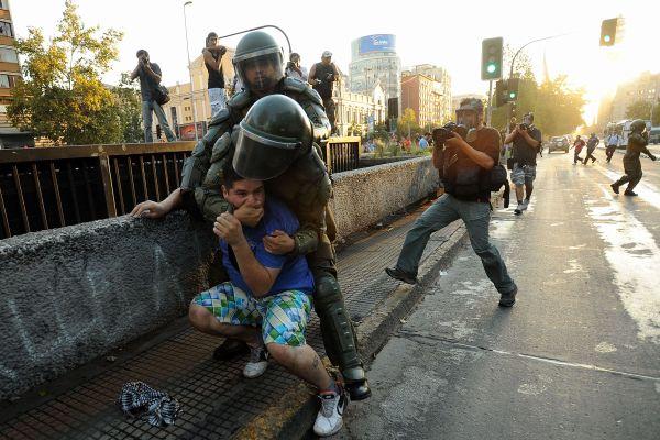 Προς Ποια Δημοκρατία; - Καταστολή Στις Φοιτητικές Κινητοποιήσεις Στη Χιλή 2