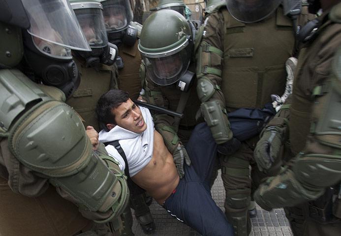 Προς Ποια Δημοκρατία; - Καταστολή Στις Φοιτητικές Κινητοποιήσεις Στη Χιλή